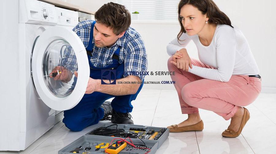Liên hệ sửa máy giặt Electrolux không mở cửa ngay!