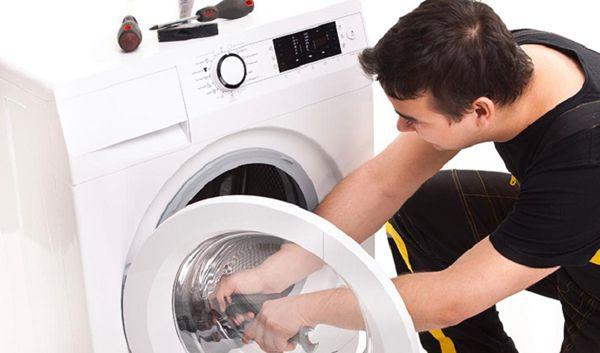 Máy giặt không vắt được do bị kẹt bơm