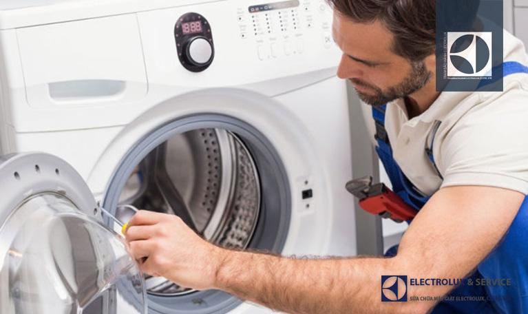 Khóa cửa máy giặt Electrolux giá bao nhiêu tiền?